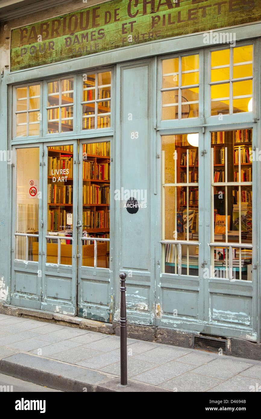 Bookstore in Les Marais district of Paris France - Stock Image
