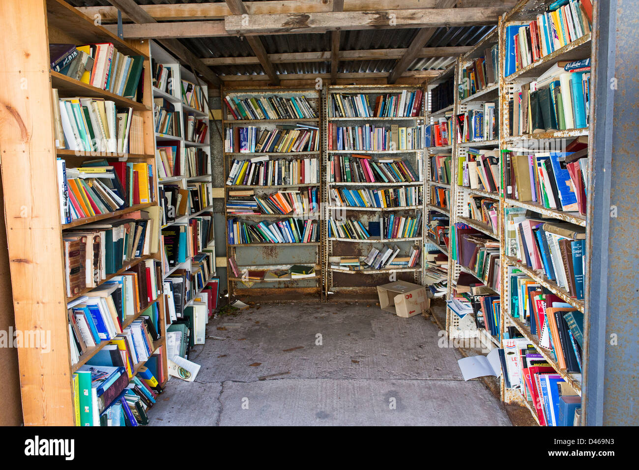 Books in honesty book shop in hay-on-wye - Stock Image
