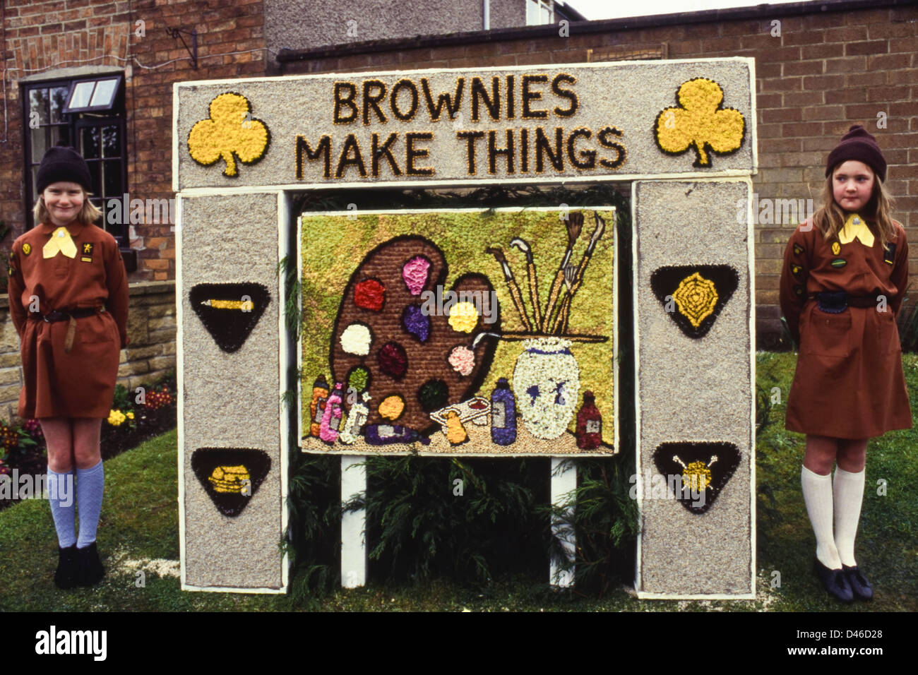 Well Dressing at Etwall Derbyshire England UK display entitled 'Brownies Make Things' by the local Brownies - Stock Image