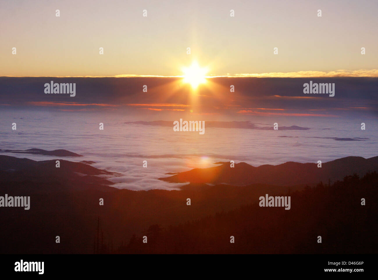 Sunrising over the clouds on the Blue Ridge Parkway - Stock Image
