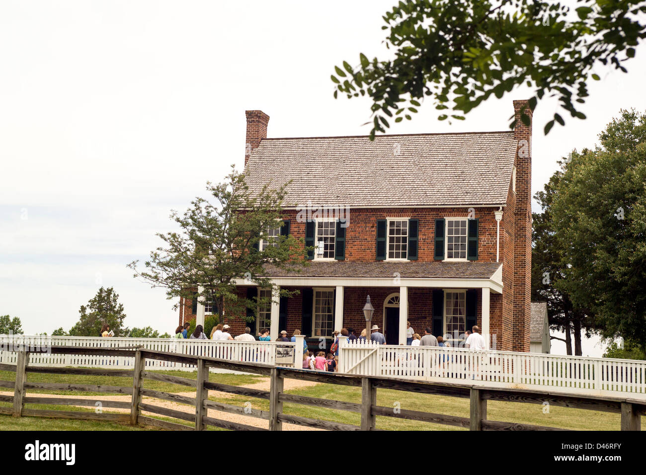 Civil War visitors tour the historic 1819 Clover Hill Tavern in Appomattox Court House National Historical Park Stock Photo