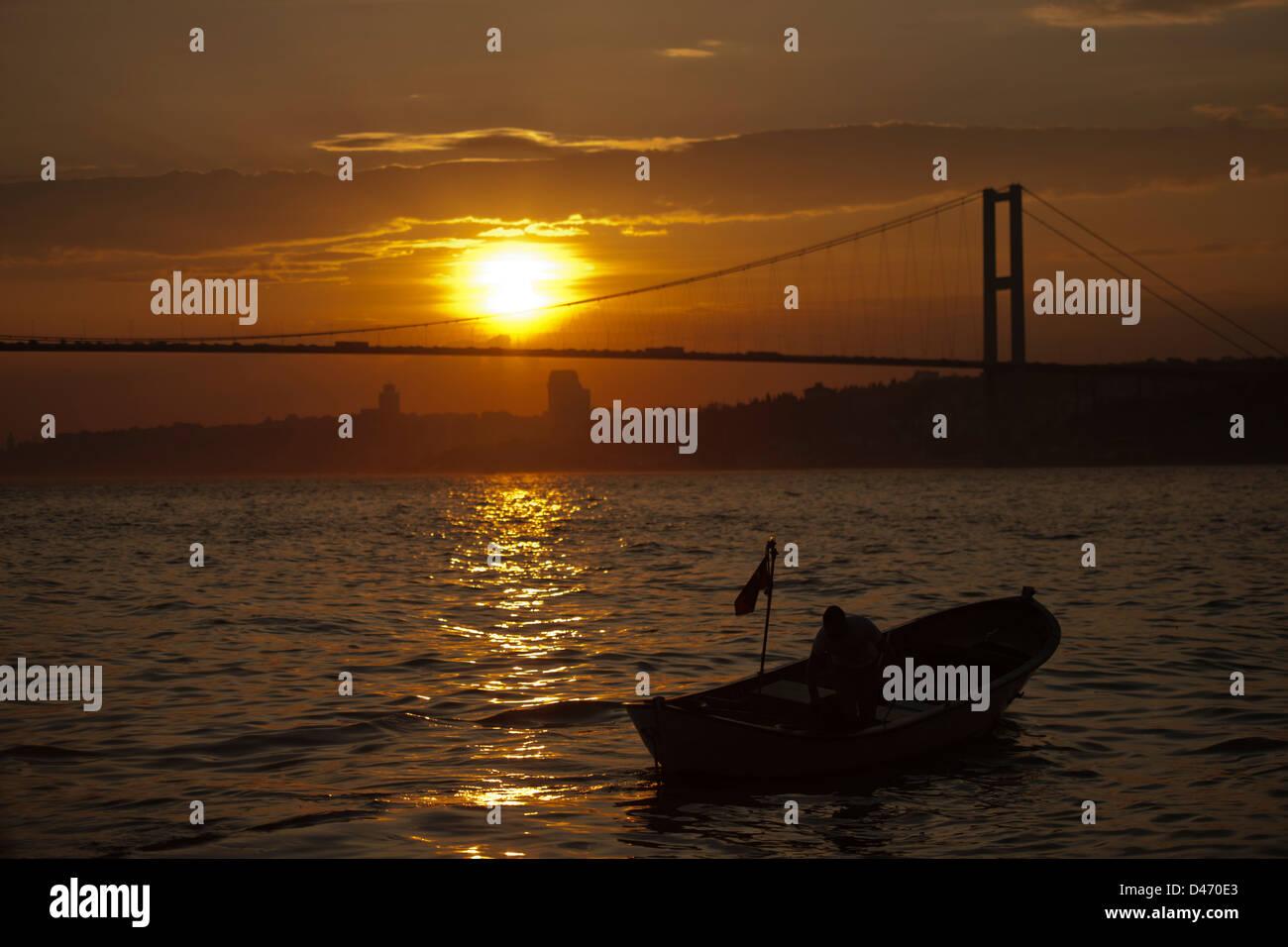 Türkei, Istanbul, Cengelköy, Treffpunkt zu Sonnenuntergang - Stock Image