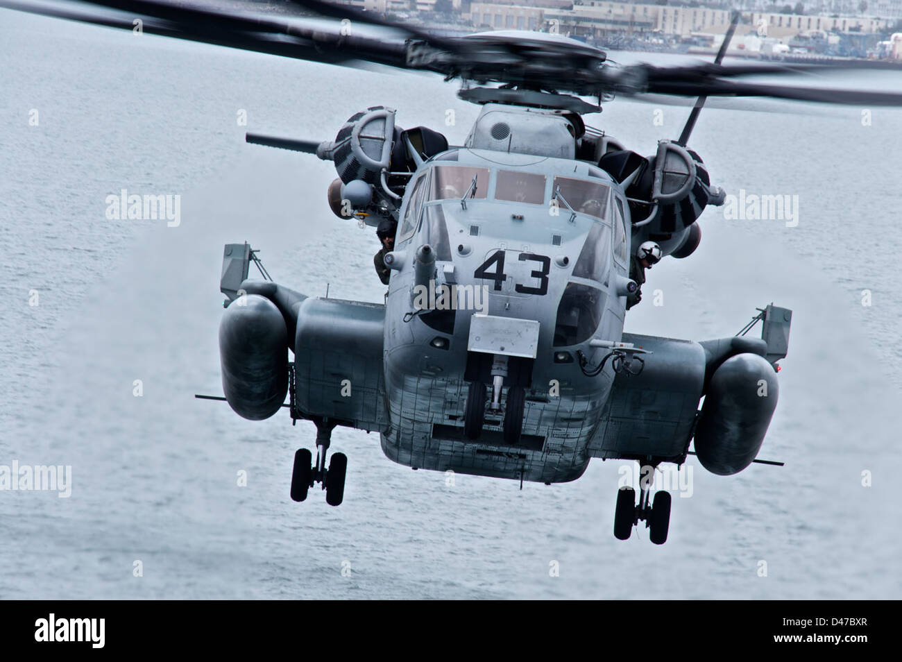 A CH-53E Sea Stallion from Marine Heavy Helicopter Squadron (HMH) 463 lands aboard the amphibious assault ship USS - Stock Image