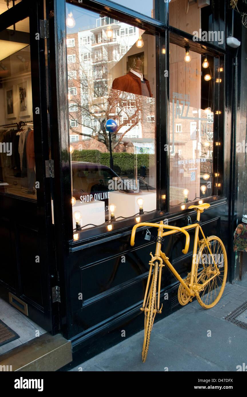 Shop and yellow bicycle, Portobello Road, Notting Hill, London, W11, UK - Stock Image