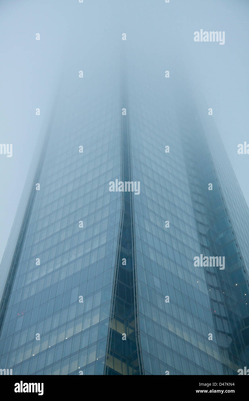 London, UK. 7th March 2013. The Shard building in London is shrouded in thick fog. Credit:  amer ghazzal / Alamy Stock Photo