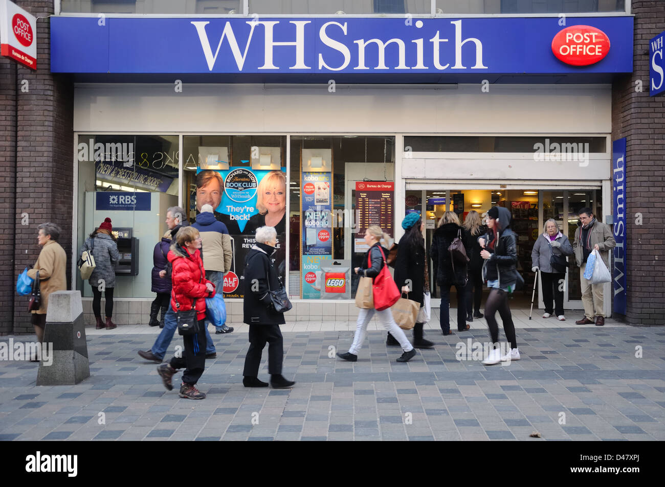 WH Smith newsagent and post office in Glasgow, Scotland, UK - Stock Image