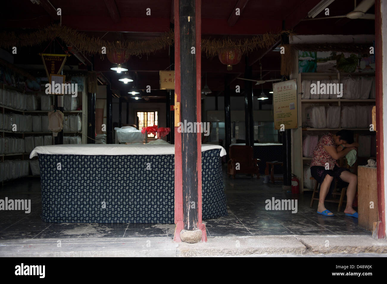 Laundry shop stock photos laundry shop stock images alamy laundry shop stock image solutioingenieria Images