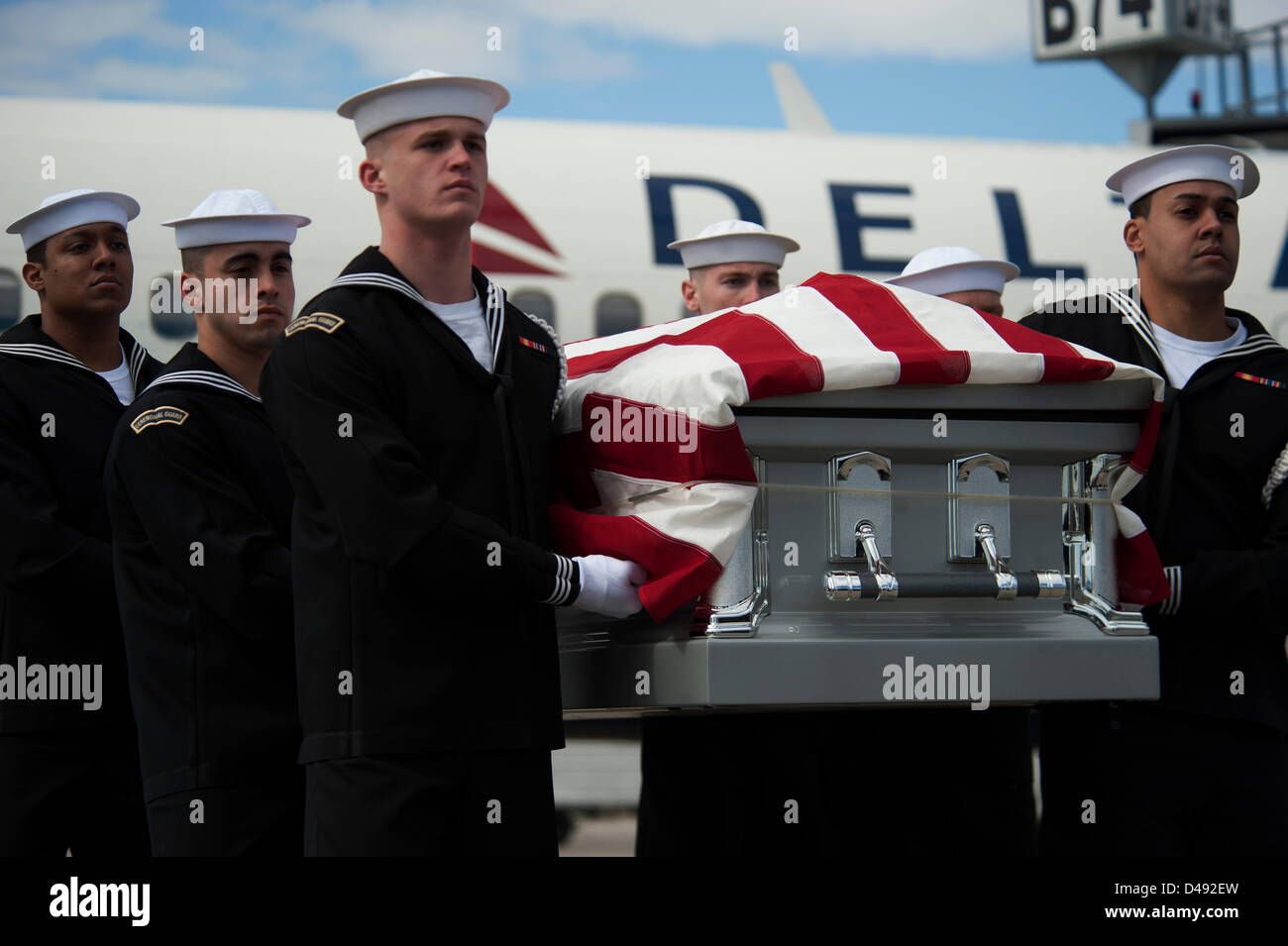 Members Of The Us Navy Ceremonial Guard Conduct A Dignified - Us-navy-ceremonial-guard