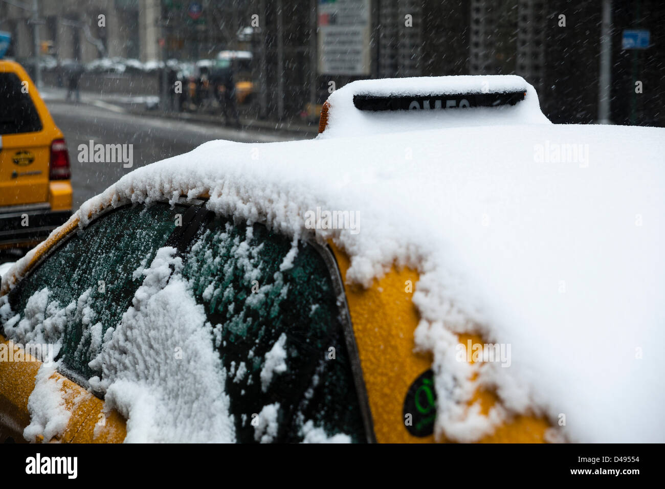 New York, USA. 8th March 2013. The strong snowstorm, day ago paralyzed a life in Washington and middle USA states, - Stock Image