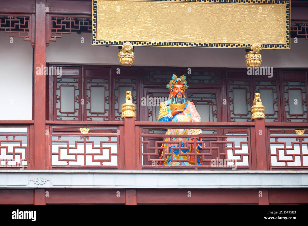 Statue Of Chinese fortune god standing in front of temple - Stock Image