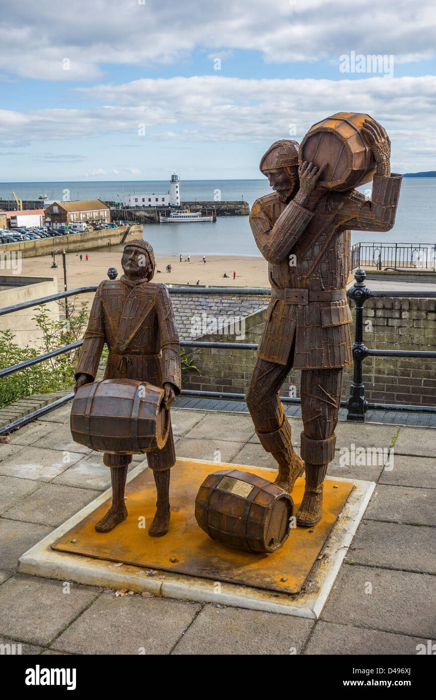 Smugglers Apprentice Sculpture by artist Ray Lonsdale at Scarborough, North Yorkshire. - Stock Image