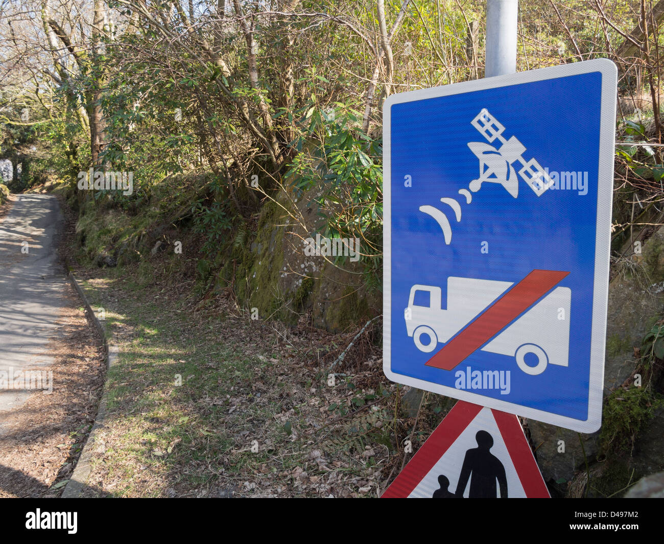 UK road sign warning lorry drivers not to use satellite navigation or sat nav on narrow country lane unsuitable - Stock Image