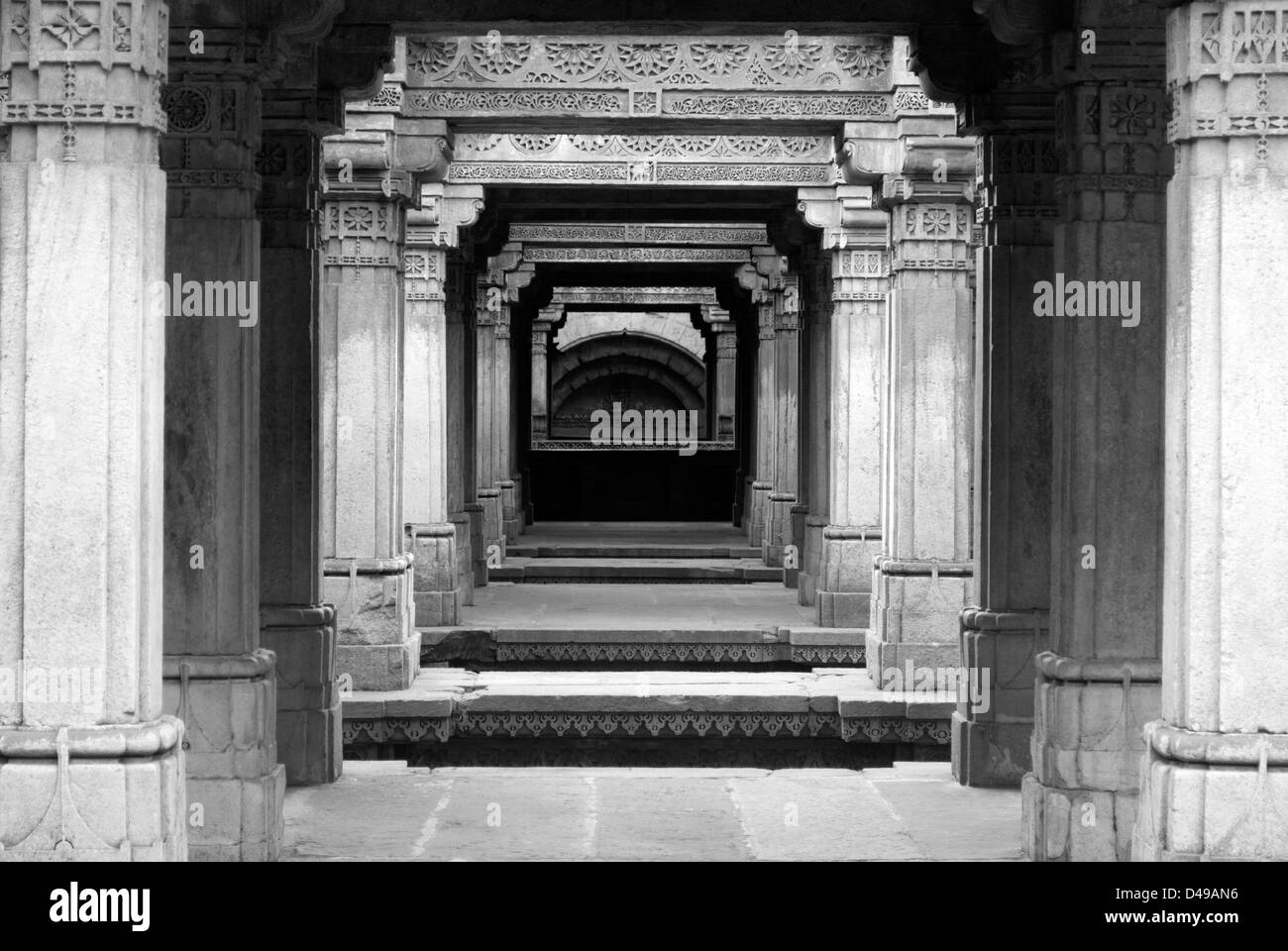 Pillars with carving at the famous Adalaj Vav Heritage stepwell monument in Ahmedabad, India - Stock Image