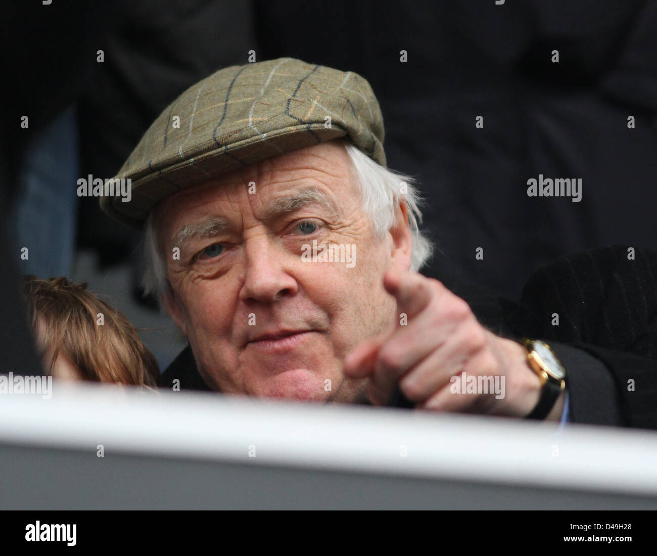TIM RICE WATCHES FOOTBALL GAME QUEENS PARK RANGERS V SUNDERLAND. BARCLAYS PREMIER LEAGUE LOFTUS ROAD LONDON ENGLAND - Stock Image