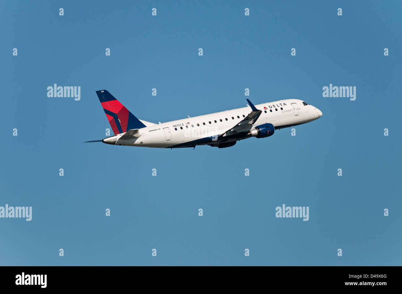 Delta Connection Airlines Embraer ERJ-175 regional jet airliner ...