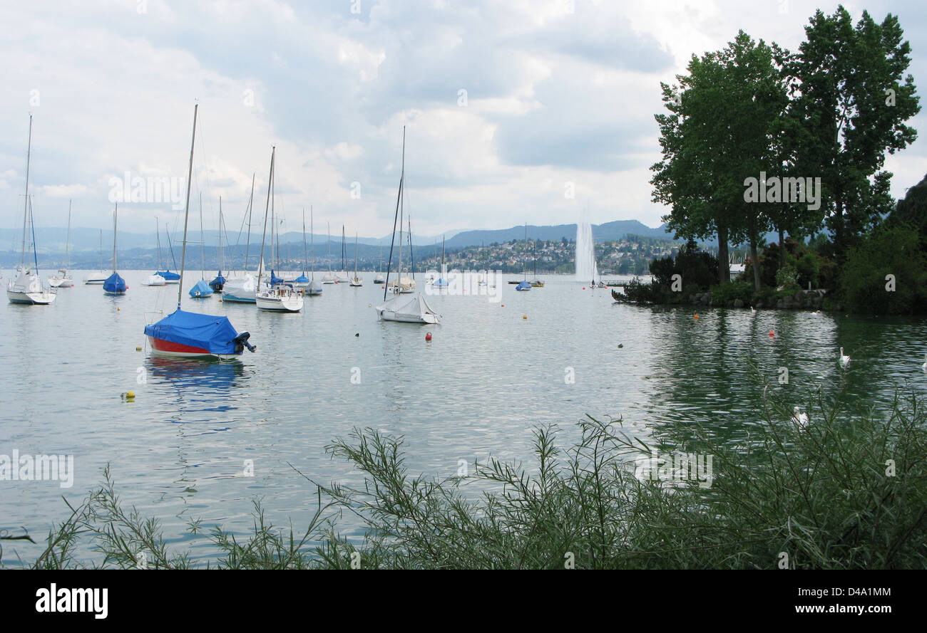 Boats and famous fountain in Lake Geneva Zurich Switzerland - Stock Image
