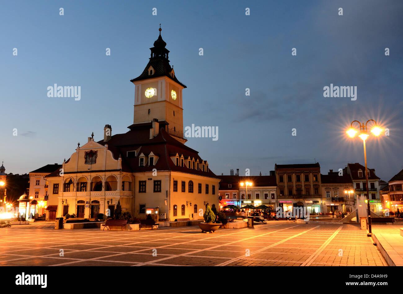 Brasov Council Square, twilight view, Transylvania, Romania - Stock Image