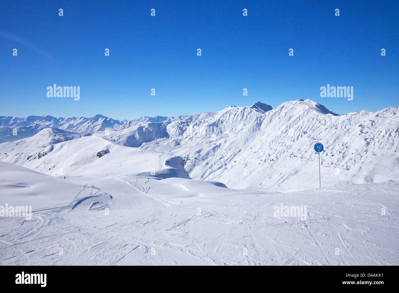 Les Crepines blue piste, winter sun, Champagny, La Plagne, France, Europe - Stock Image