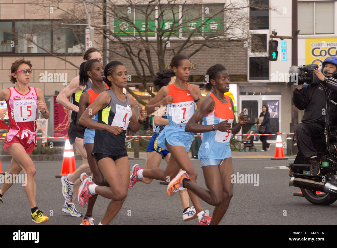 womens marathon race leaders at the 22 km poinit from right to left: margaret agai (3, kenya), berhane dibaba (7, - Stock Image