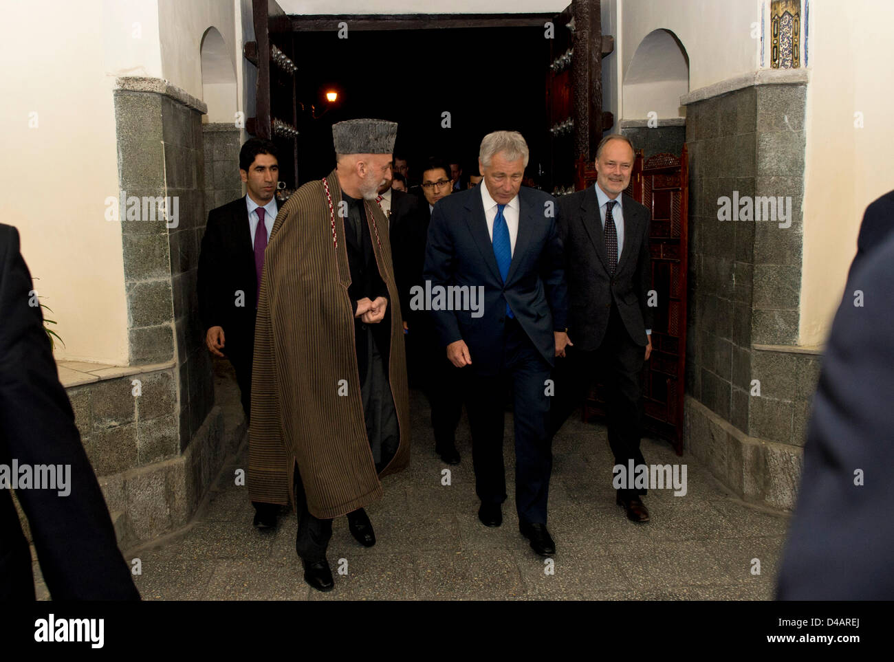 US Secretary of Defense Chuck Hagel walks with Afghan president Hamid Karzai March 10, 2013 in Kabul, Afghanistan. - Stock Image