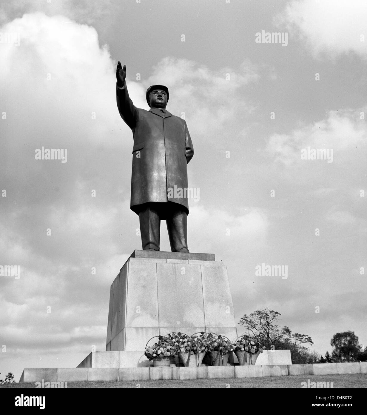 View of a monument of North Korean dictator Kim II Sung (fromer Kim lr Sen) in Hamhung in the Korean Democratic - Stock Image