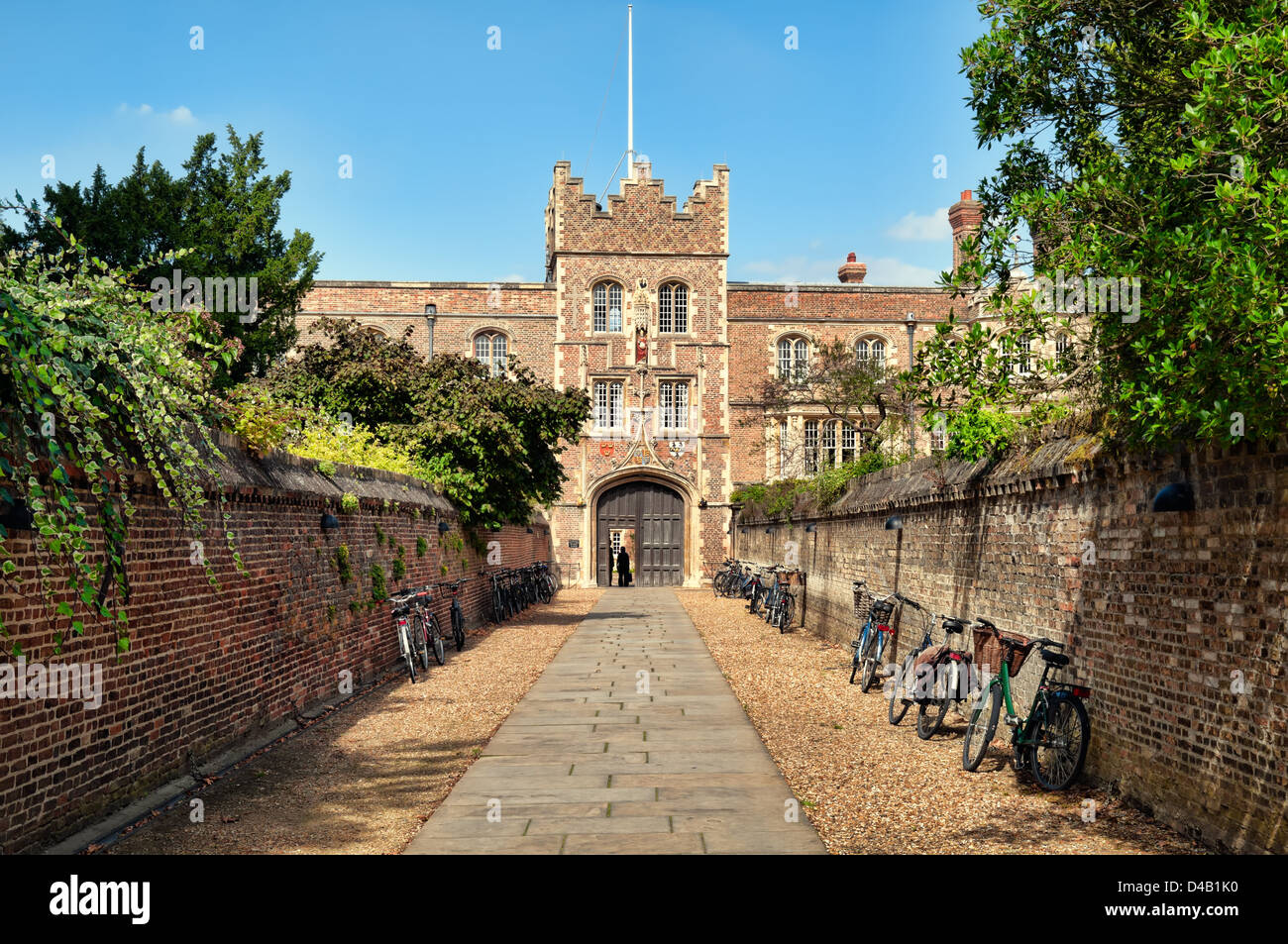 Entrance to Jesus College and bikes. - Stock Image