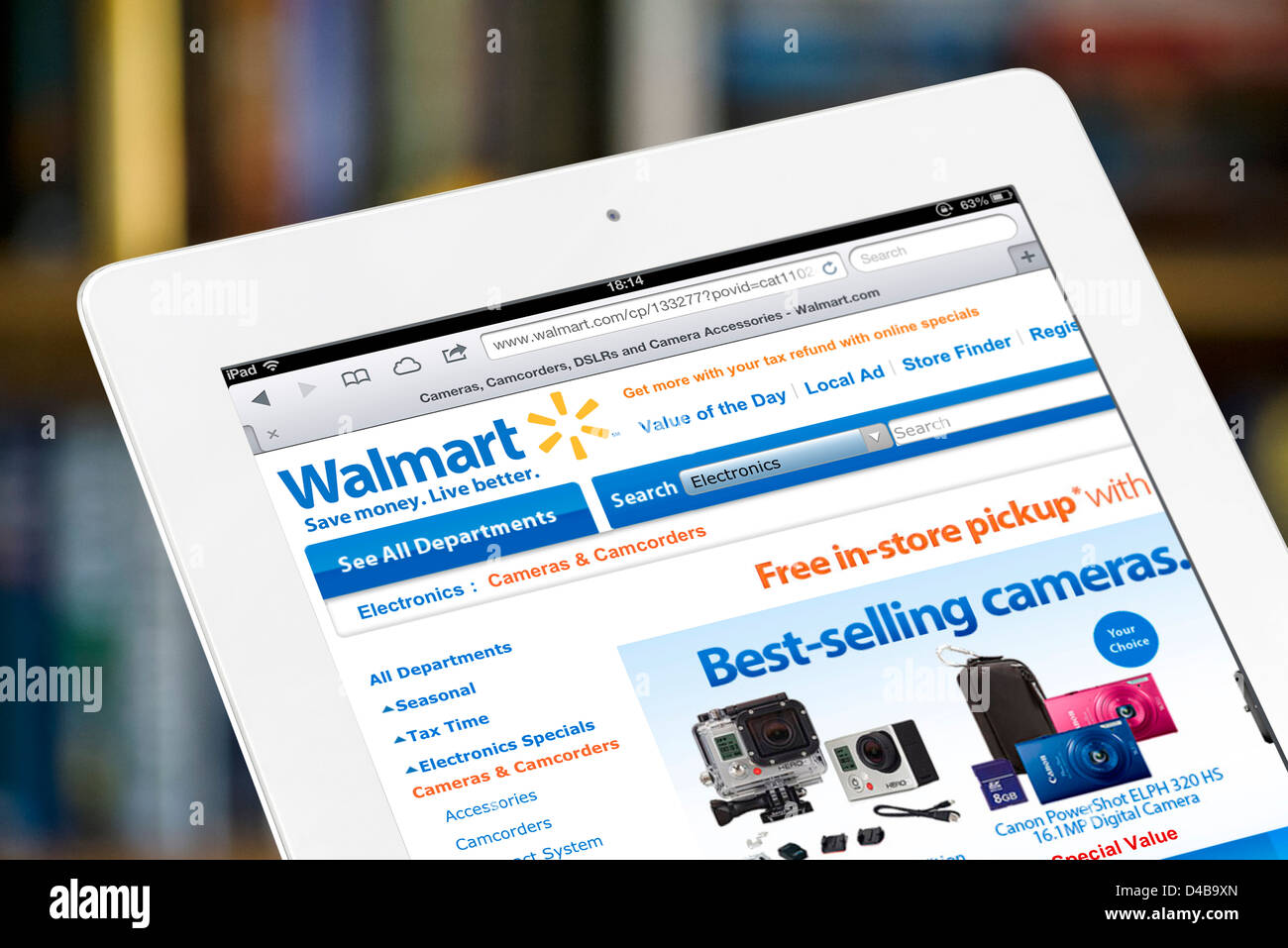 Shopping online on the Walmart.com website, USA - Stock Image