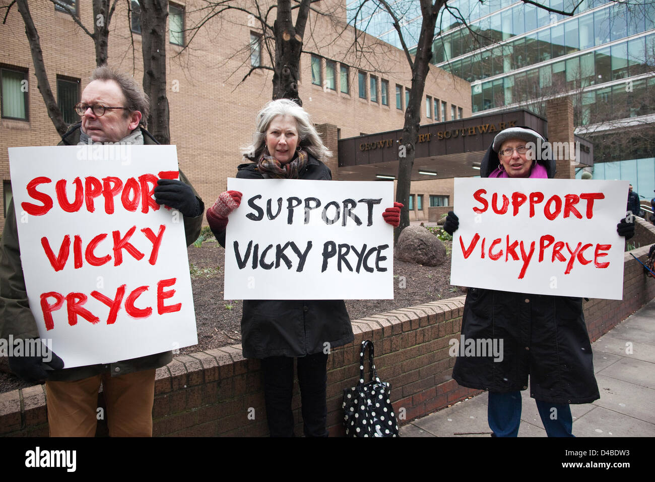 Southwark Crown Court, London, UK. 11th March 2013. Supporters of Vicky Pryce as she arrives at Southwark Court - Stock Image