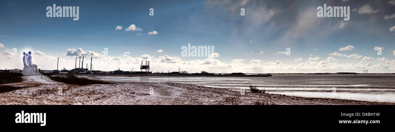 Esbjerg harbour with factories, men at the sea plus oil rig - Stock Image