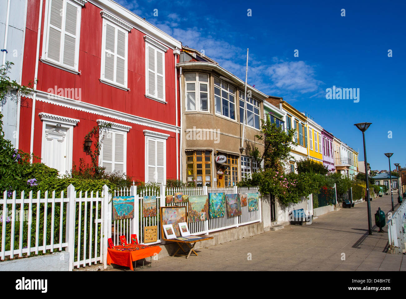 A vibrant street with a row of colourful houses in Valparaiso, Chile, UNESCO World Heritage site - Stock Image