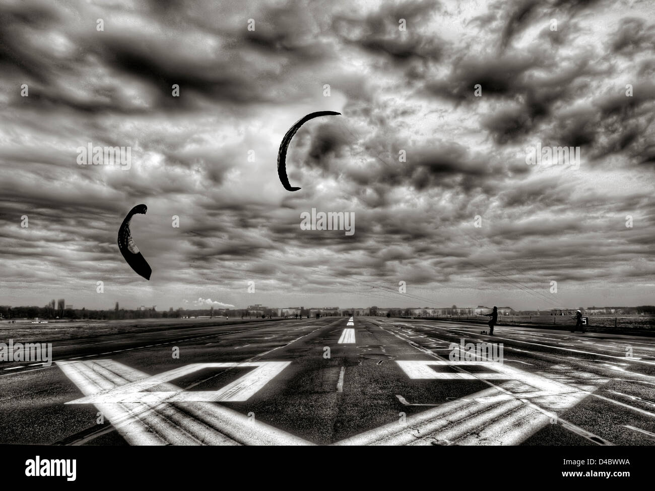 Kite boarding on the runway at the disused Tempelhof airport in Berlin - Stock Image