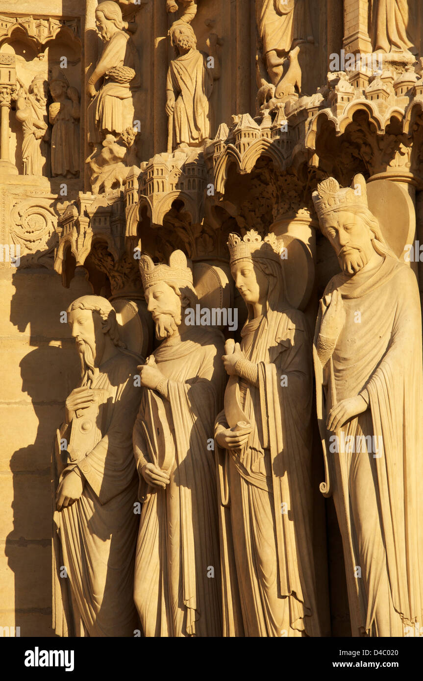 French Gothic. Statues on the West Front of Notre Dame Cathedral. They represent Saint Paul, King David, Bathsheba Stock Photo