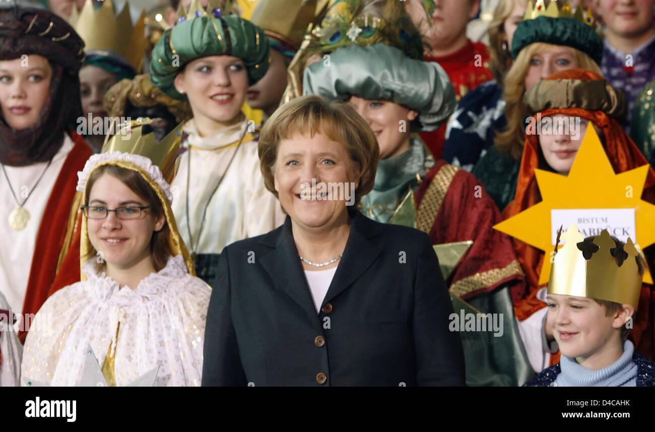 German Chancellor Angela Merkel C Stands Amidst Many Children Stock Photo Alamy