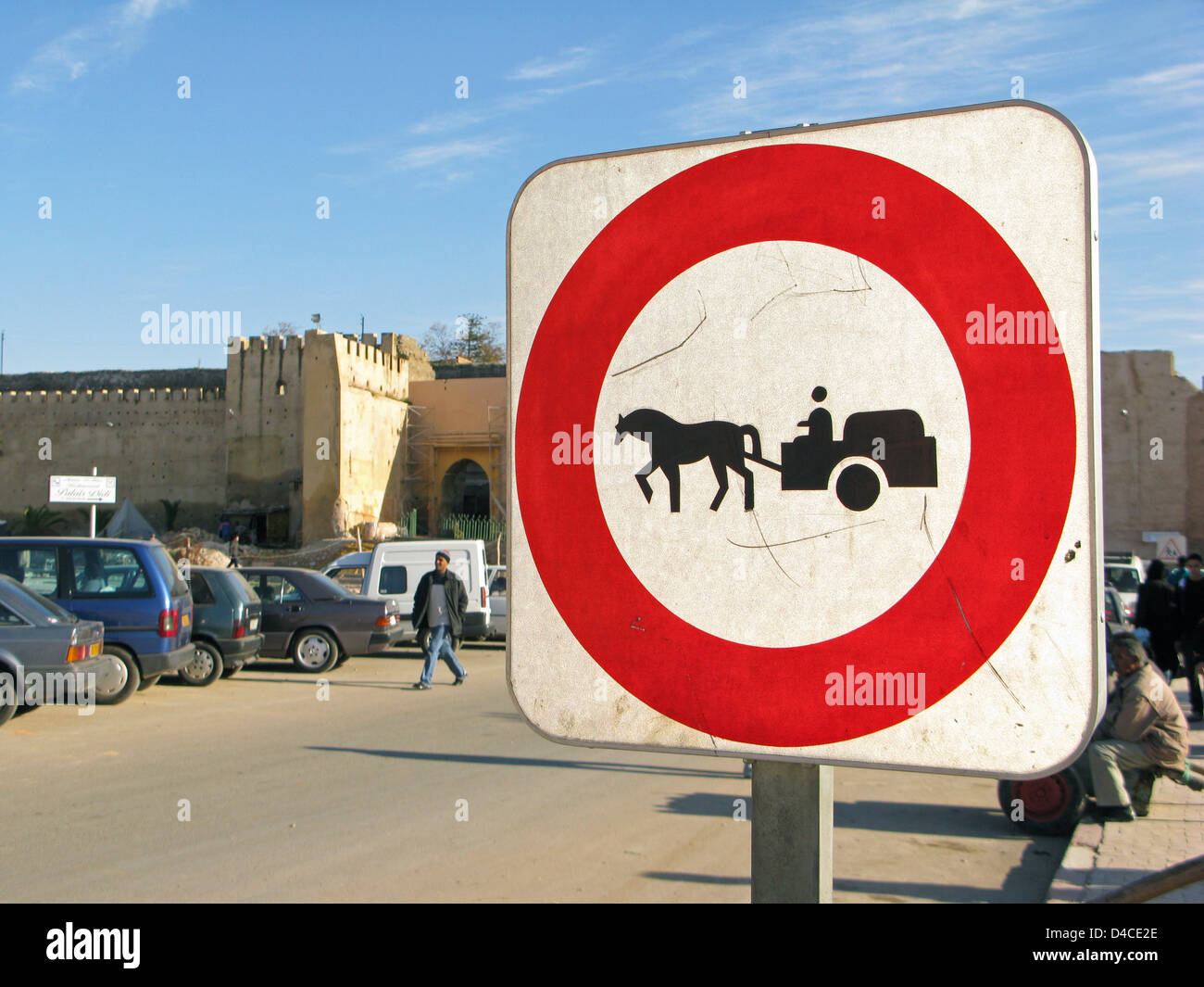 A traffic sign prohibits the passage of horse carts in Meknes, Morocco, 14 December 2007. Photo: Lars Halbauer - Stock Image