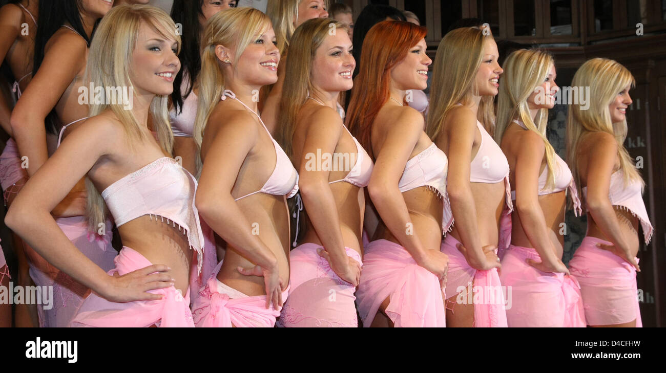 22 female beauties from all over Germany pose during a press conference on the occasion of the upcoming 'Miss - Stock Image