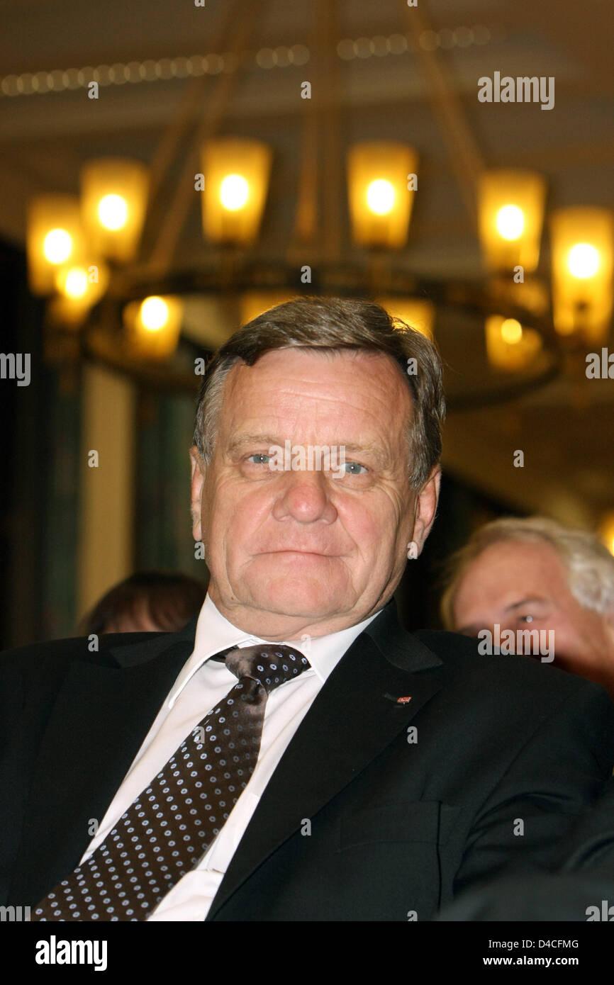 Hartmut Mehdorn, CEO of German railway Deutsche Bahn, smirks in Mainz, Germany, 16 January 2008. Photo: Erwin Elsner - Stock Image