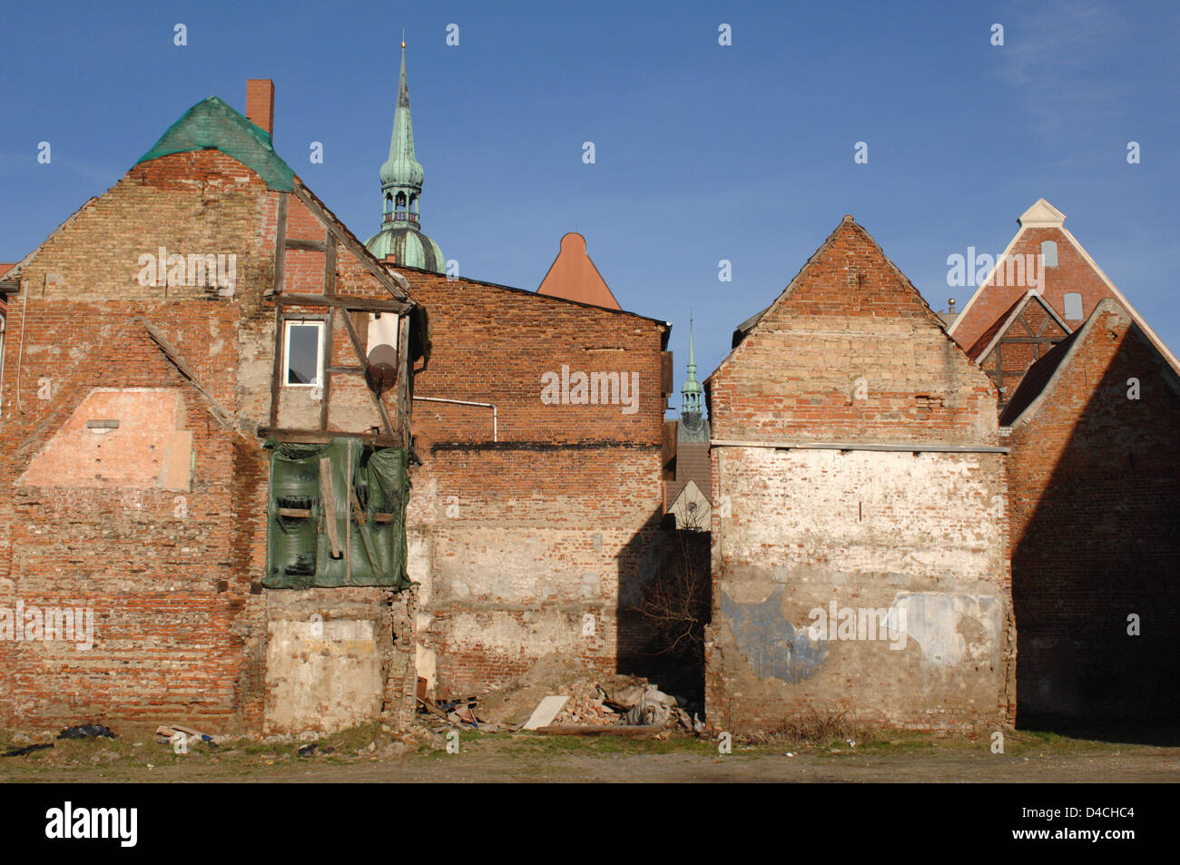 View on a house in need of rehabilitation in the Old Town of Stralsund, Germany, 04 February 2008. For years the - Stock Image