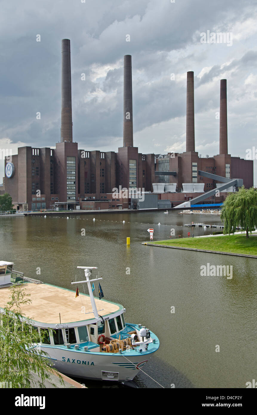 VW factory and Mittelland Canal, Wolfsburg, Lower Saxony, Germany - Stock Image