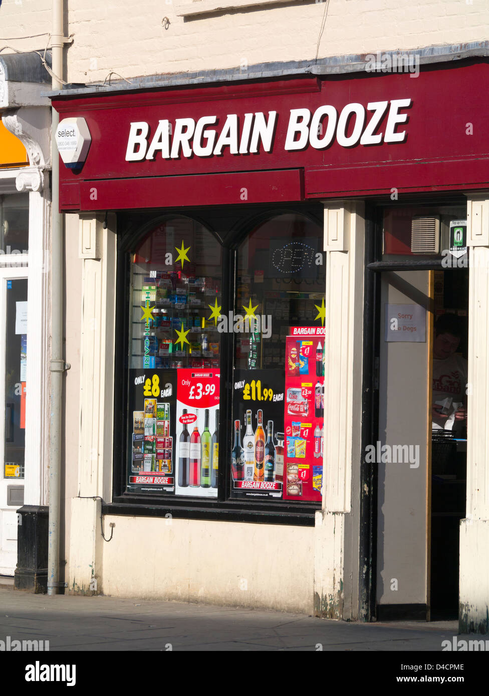 Bargain Booze off licence shop in Brecon Wales UK. - Stock Image