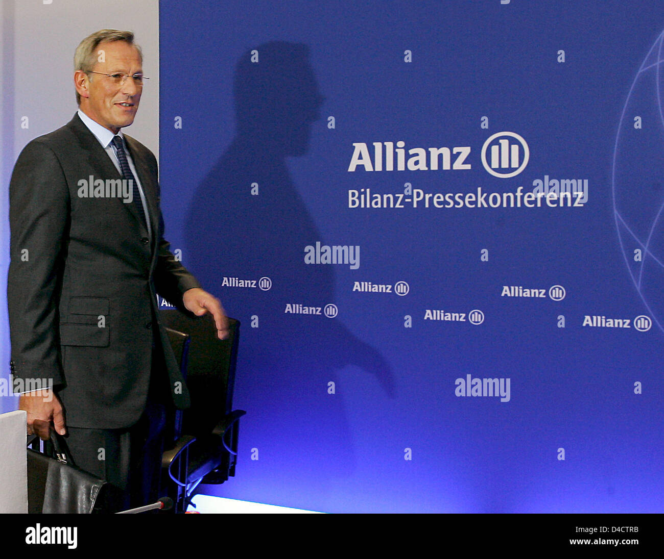 Allianz SE CEO Michael Diekmann arrives for the group's balance press conference in Munich, Germany, 21 February 2008. Europe's biggest insurer Allianz prefers to be cautious for the coming financial year despite booking a record profit in the past year with its economic turmoils on the financial markets. Having to absorb billions of charges in the course of crisis-hit US housing m Stock Photo