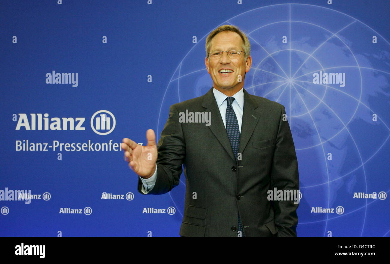 Allianz SE CEO Michael Diekmann gestures before the group's balance press conference in Munich, Germany, 21 February 2008. Europe's biggest insurer Allianz prefers to be cautious for the coming financial year despite booking a record profit in the past year with its economic turmoils on the financial markets. Having to absorb billions of charges in the course of crisis-hit US housi Stock Photo