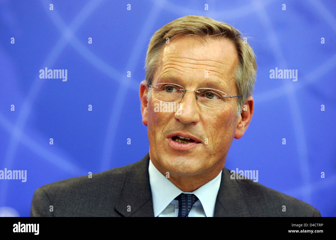 Allianz SE CEO Michael Diekmann pictured during the group's balance press conference in Munich, Germany, 21 February 2008. Europe's biggest insurer Allianz prefers to be cautious for the coming financial year despite booking a record profit in the past year with its economic turmoils on the financial markets. Having to absorb billions of charges in the course of crisis-hit US housi Stock Photo