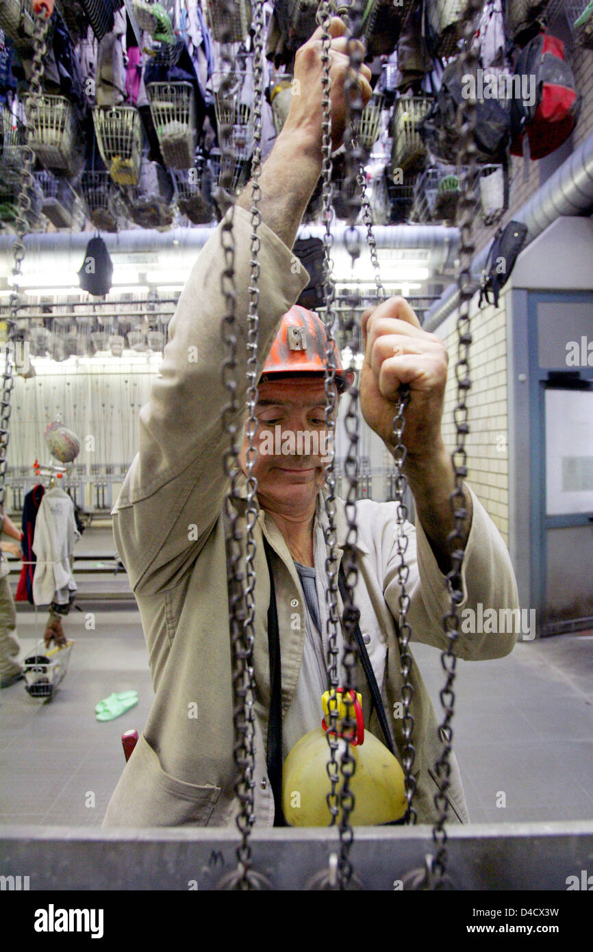 A miner of 'RAG Deutsche Steinkohle' mining company shown in the locker room after his shift at coal mine 'Steinkohlebergwerk Saar Anlage Nordschacht' near Lebach, Germany, 26 February 2008. A mining related earthquake reaching 4,0 on the 'Richter' scale shook the Saar region on 23 February 2008. Some 3600 miners are on leave and will be sent on short-time work within the next days Stock Photo