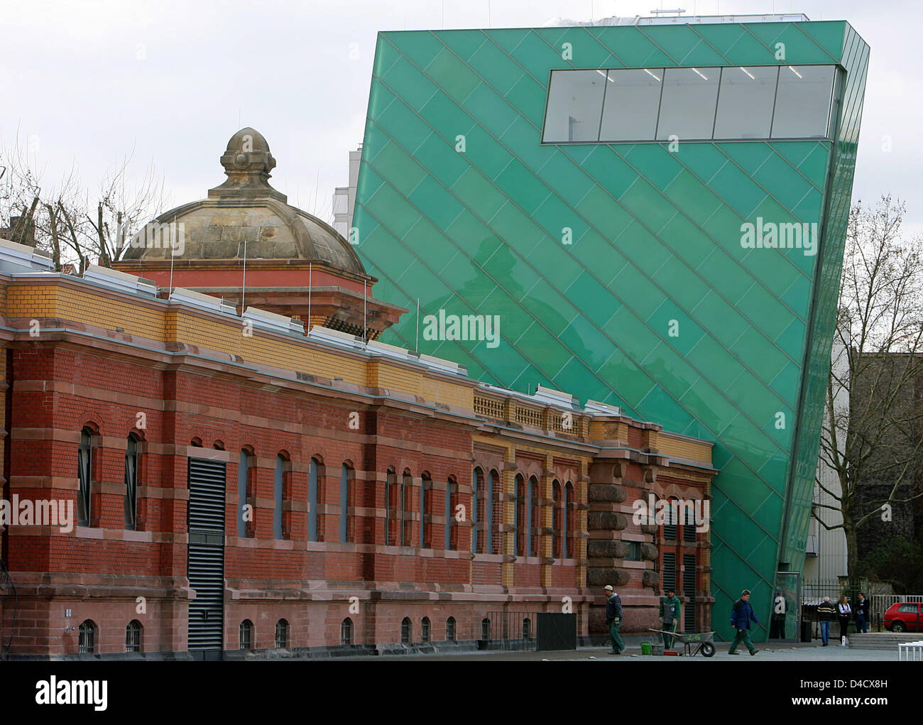 New and old architecture combined at the new art hall of Mainz, Germany, 27 February 2008. The exhibition hall forms - Stock Image