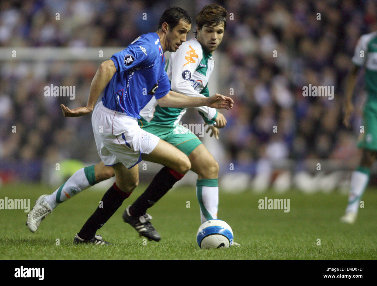 Bremen's Diego (R) and Glasgow's Brahim Hemdani vie for the ball during the UEFA Cup round of last sixteen first Stock Photo