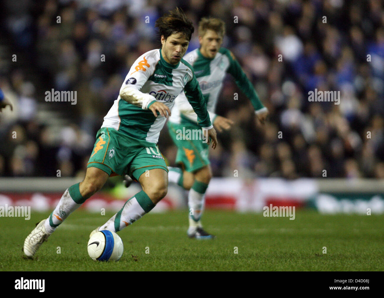 Bremen's Diego (L) leads the ball in front of teammate Aaron Hunt during the UEFA Cup round of last sixteen first Stock Photo