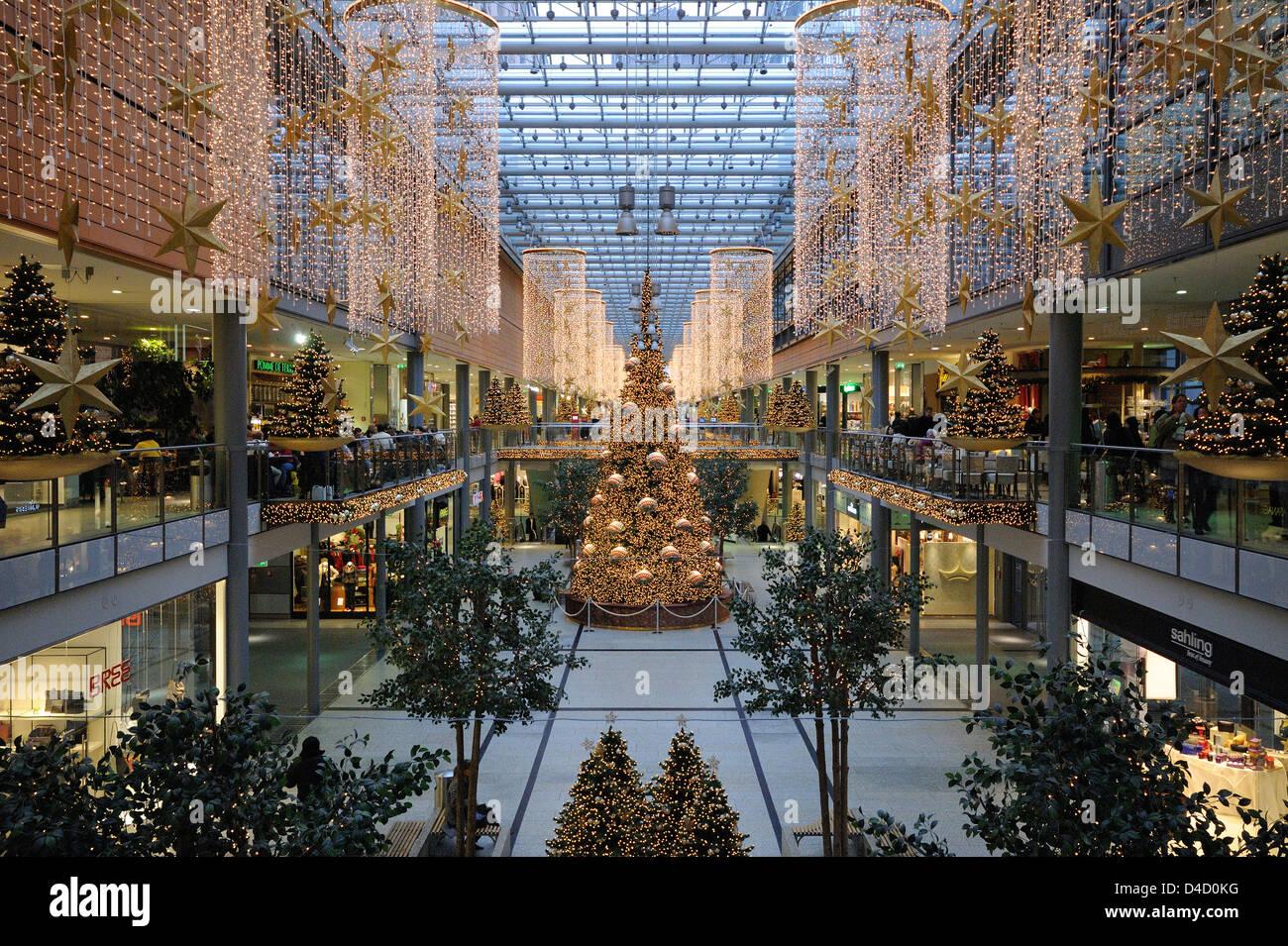 Shopping Mall Potsdamer Platz Arkaden At Christmas Time