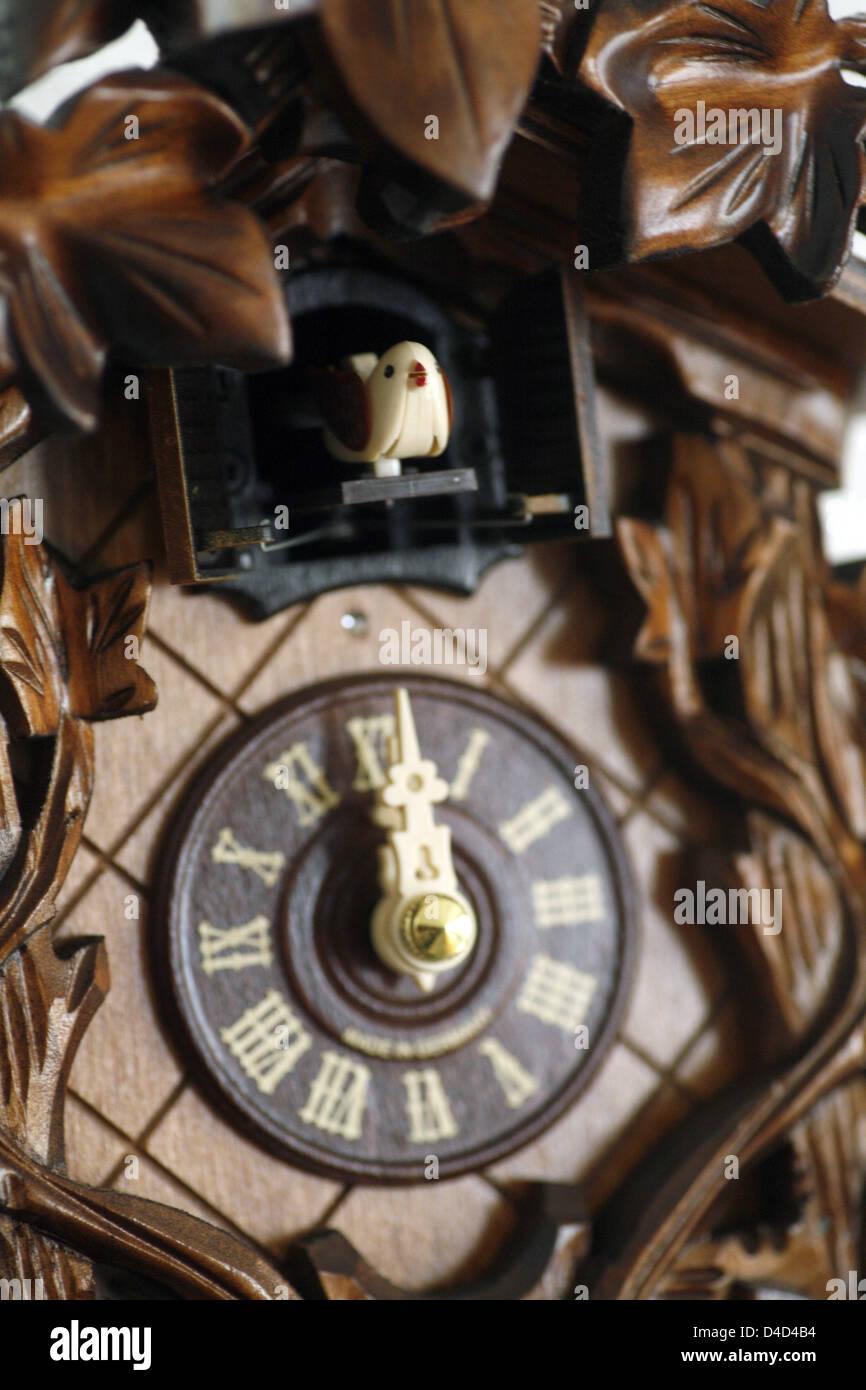 A cuckoo of a cuckoo clock marks twelve o'clock in Bochum, Germany, 25 February 2008. Photo: Frank Rumpenhorst - Stock Image