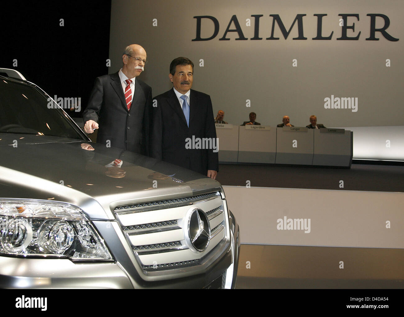 daimler chryslers strategy The daimler group we are one of the biggest producers of premium cars and the world's biggest manufacturer of commercial vehicles with a global reach we provide financing, leasing, fleet management, insurance and innovative mobility services.