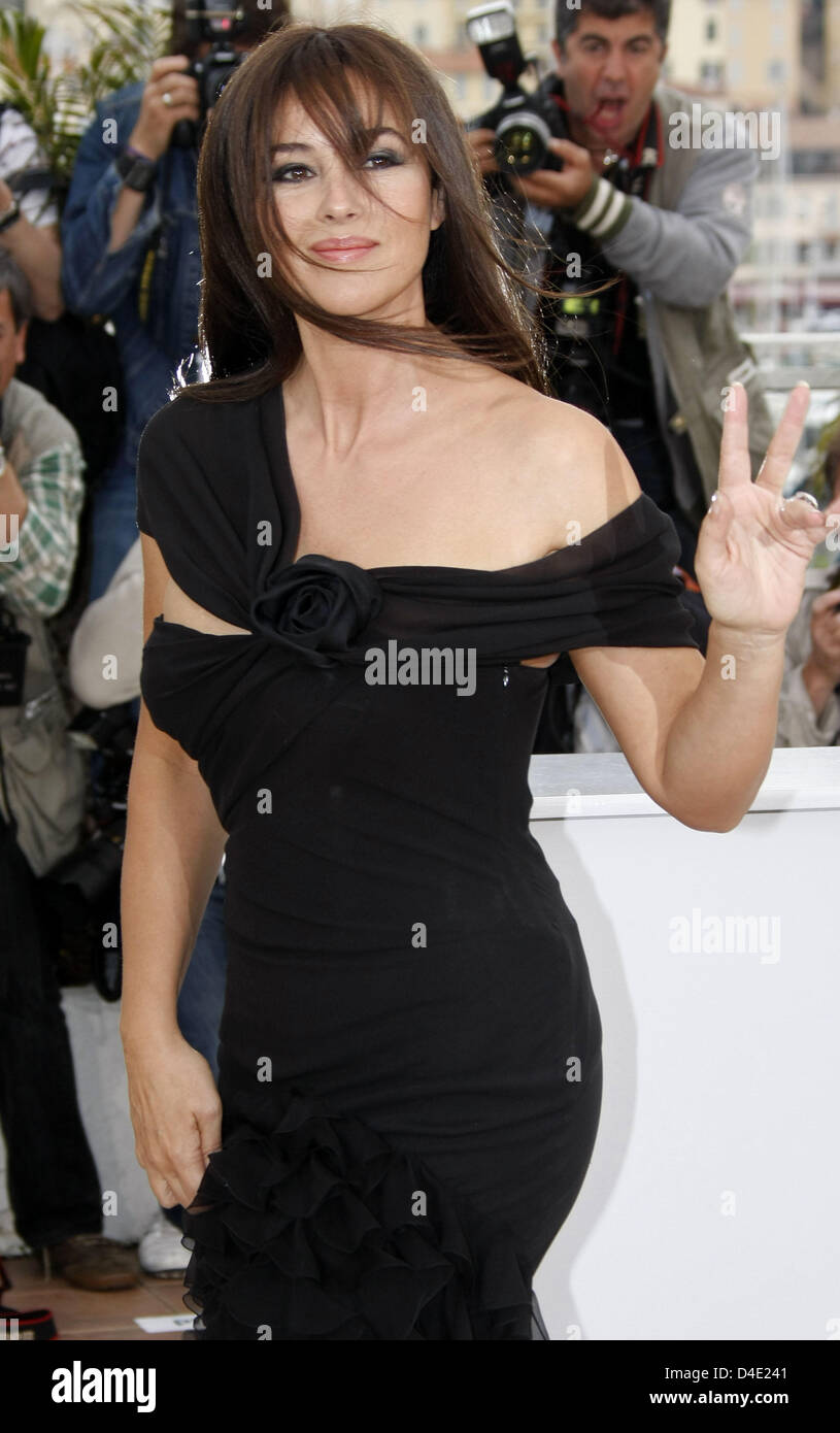 Italian actress Monica Bellucci poses for photographers before the start of the press conference for the film 'Une Stock Photo